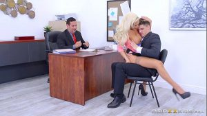7 Min Fuck On The Table Chubby Gigner And Lenxox Lux On Office Brazzer.com
